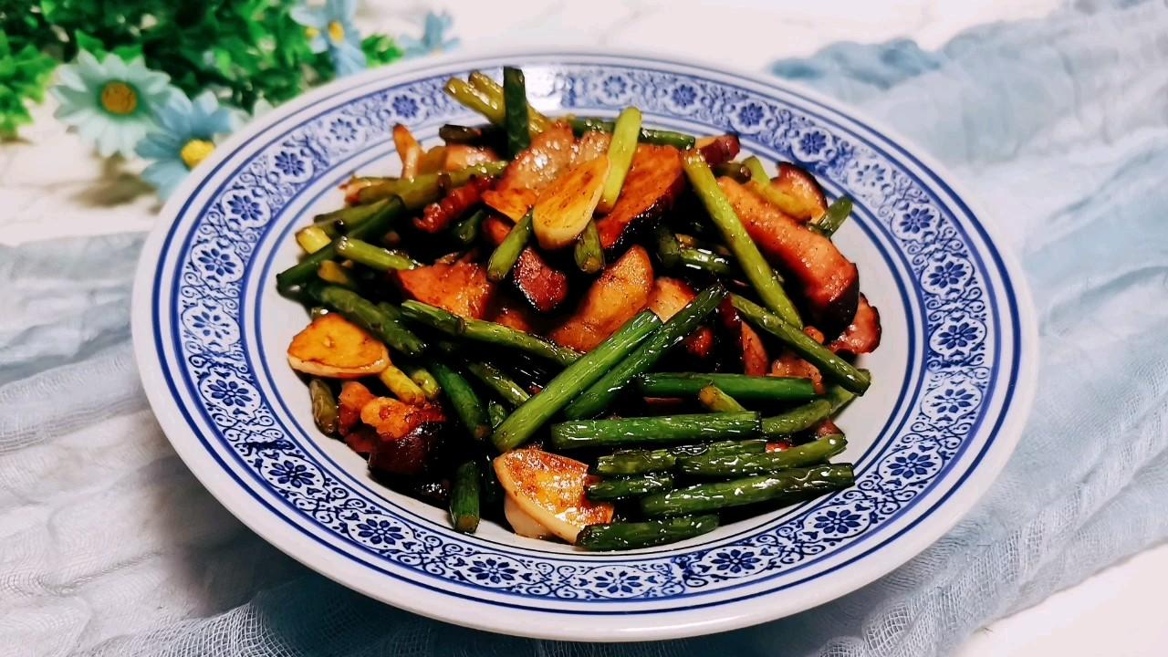 年夜饭必不可少的硬菜:蒜苔炒腊肉
