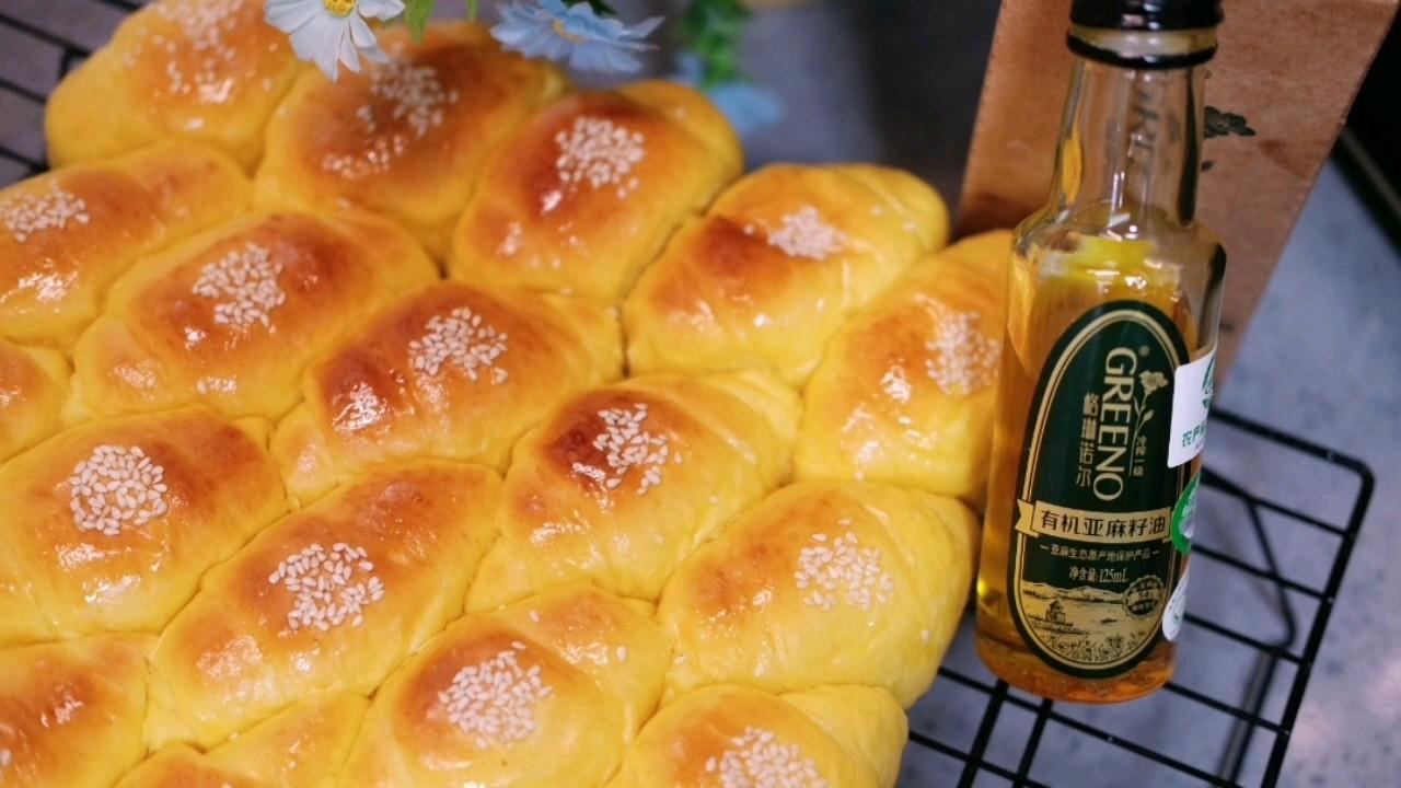 清甜拉絲的南瓜面包卷,不加水哦的做法