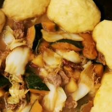 蔬菜炖牛肉贴饼子