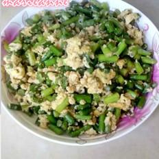 鸡蛋炒蒜苔
