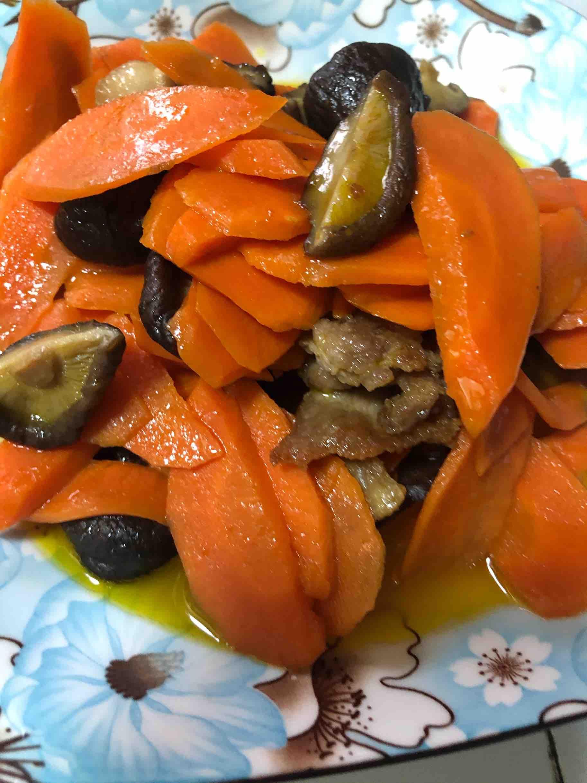 胡萝卜肉片炒香菇