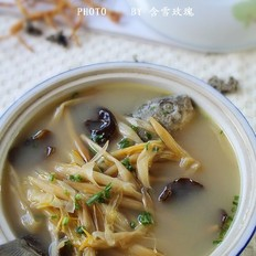 金针鲫鱼汤