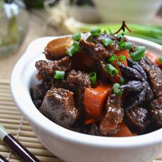 胡萝卜炖牛腱子