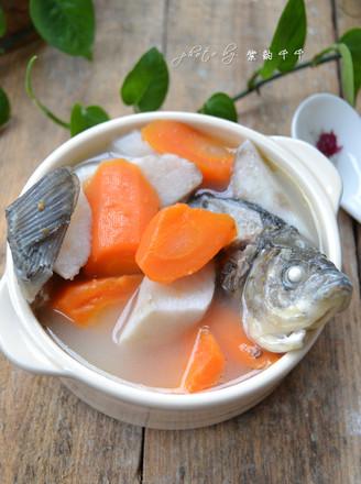 胡萝卜山药鲫鱼汤的做法