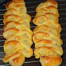 鱼肉香肠面包