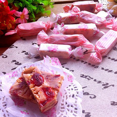 双莓牛轧糖