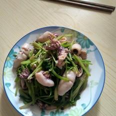 笔管炒芹菜的做法