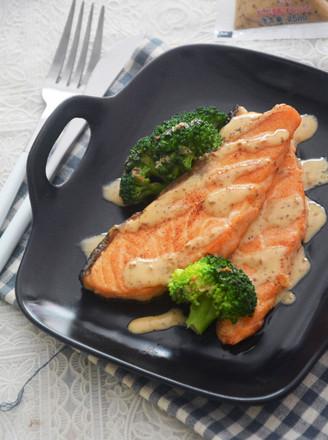 焙煎芝麻三文鱼丘比沙拉汁的做法