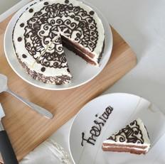 可可戚风 巧克力围边奶油蛋糕