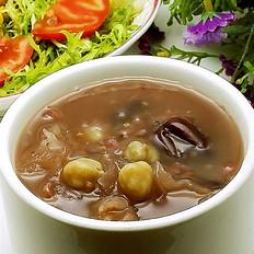 美容养颜银耳红枣黑米粥