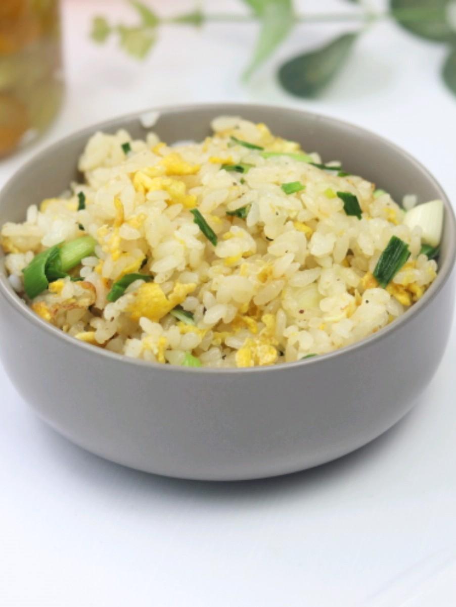 蒜苗鸡蛋炒饭