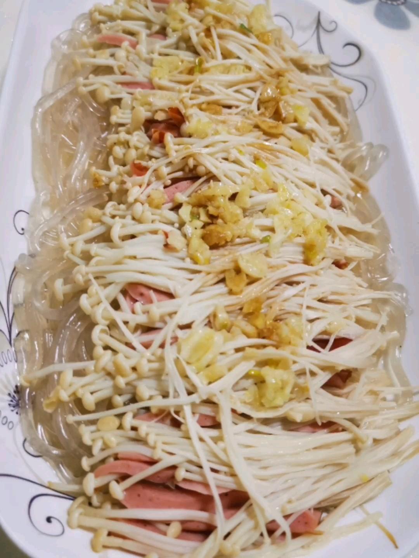 金菇火腿肠蒸粉丝的做法