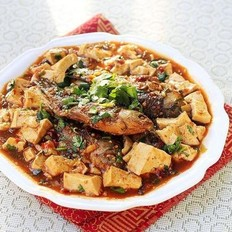 麻婆豆腐烧鲫鱼