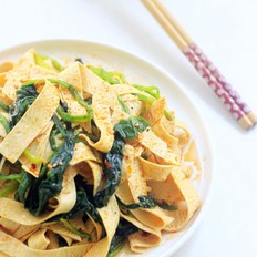 菠菜拌豆油皮的做法