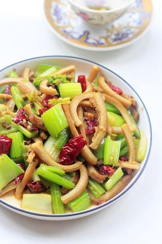 芹菜炒牛肚的做法