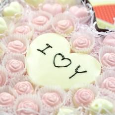 心形盒手工情人节巧克力