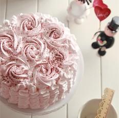 粉色裙摆海绵蛋糕