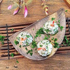 藜麦荠菜鲜虾饭团