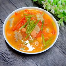 西红柿肉片芦笋汤