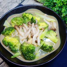 西兰花蟹味菇汤