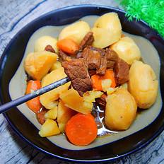 砂锅土豆胡萝卜炖牛腩