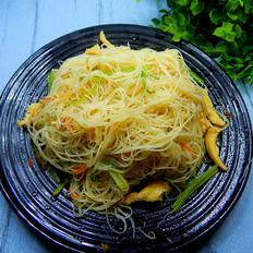 芹菜鸡肉炒米线