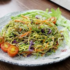 三丝素炒面,一碗用蔬菜汁做成的营养面--威厨艺