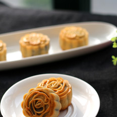 豆沙蛋黄广式月饼