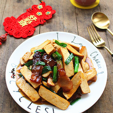 豆腐干蒜苗炒腊肉