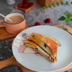午餐肉鸡蛋黄瓜三明治