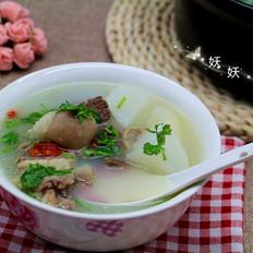 热腾腾的萝卜羊肉汤