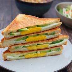 牛油果鸡蛋三明治
