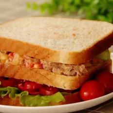 金枪鱼彩梳三明治的做法