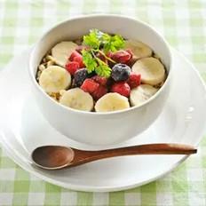 燕麦麸紫莓香蕉冰霜