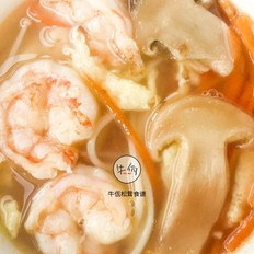 鲜虾松茸菌菇汤|牛佤松茸食谱