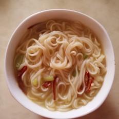 家常热汤面条