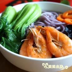 一碗鲜美的紫薯海鲜面