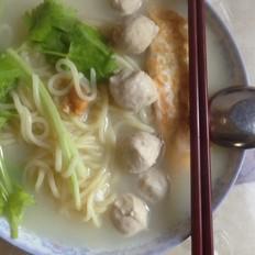 肉丸鸡蛋面条汤