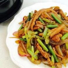 蒜苔肉丝炒河粉