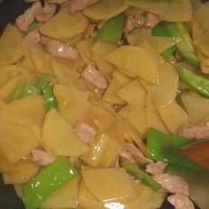 青椒猪肉炒土豆片