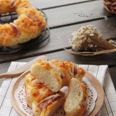 肉松培根面包