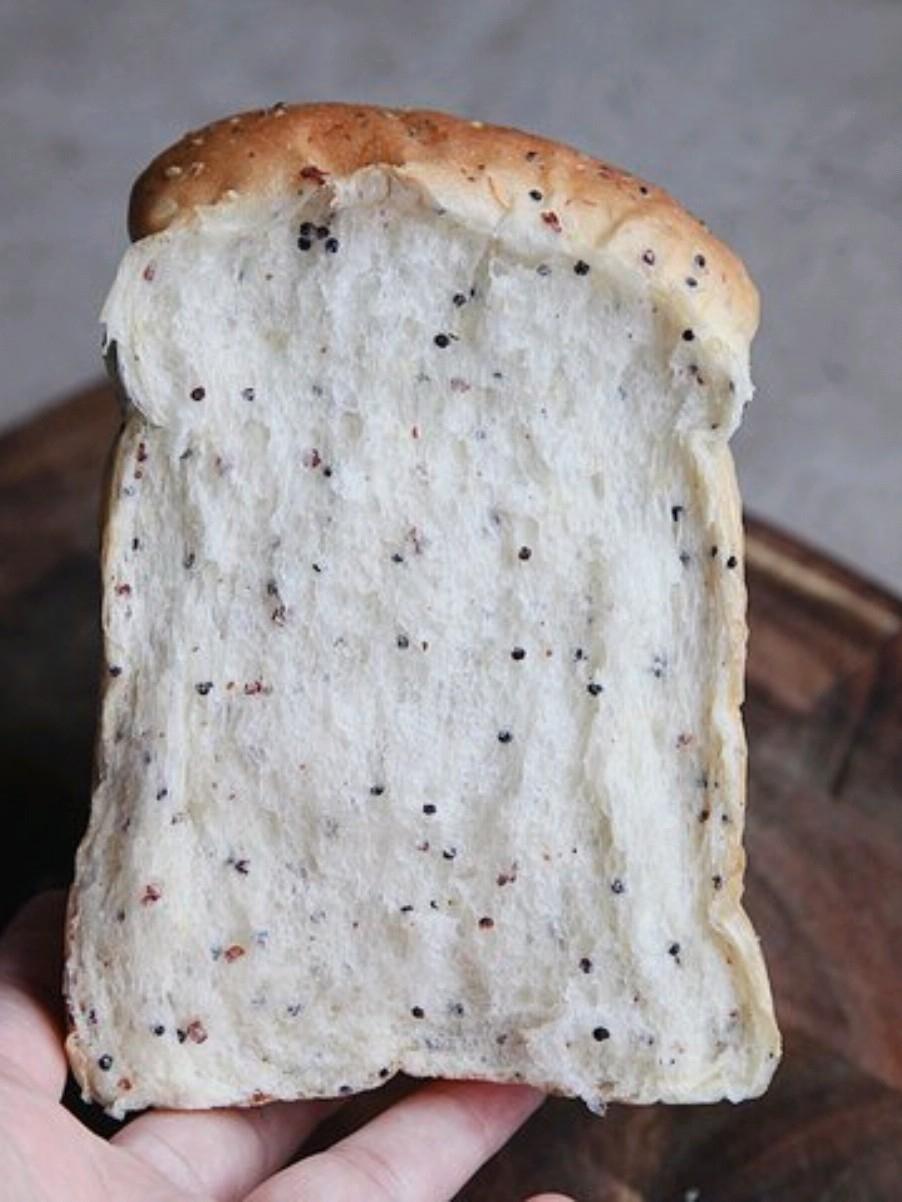 加了藜麦的牛奶吐司面包的做法