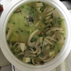 平菇鲫鱼豆腐汤