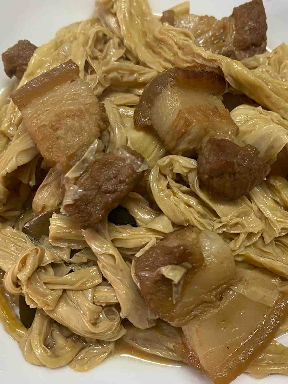 五花肉焖腐竹的做法