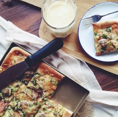 牛肉丸香肠鱿鱼丝披萨