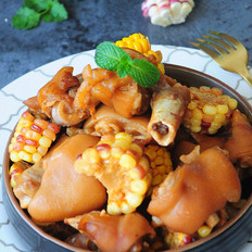 玉米烧猪蹄
