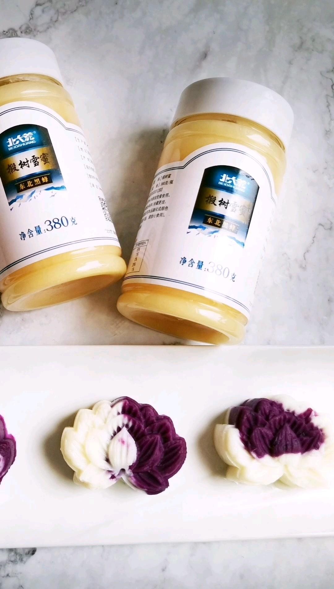 美容养颜的蜂蜜山药紫薯糕