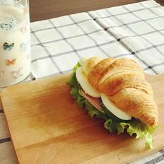 可颂三明治、香蕉牛奶奶昔