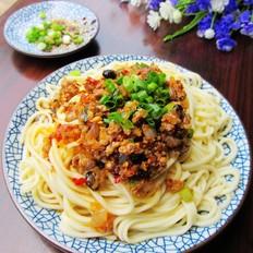 豆豉香菇肉酱拌面