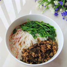 芽菜肉末臊子米线